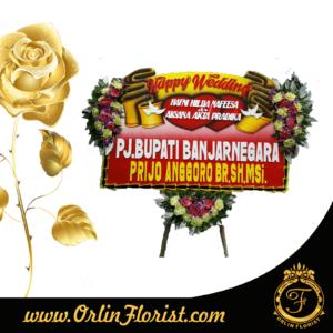 Bunga papan Happy wedding di purwokerto